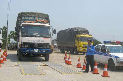 Kiểm tra tải trọng xe trên Quốc lộ 1 đoạn qua tỉnh Phú Yên.