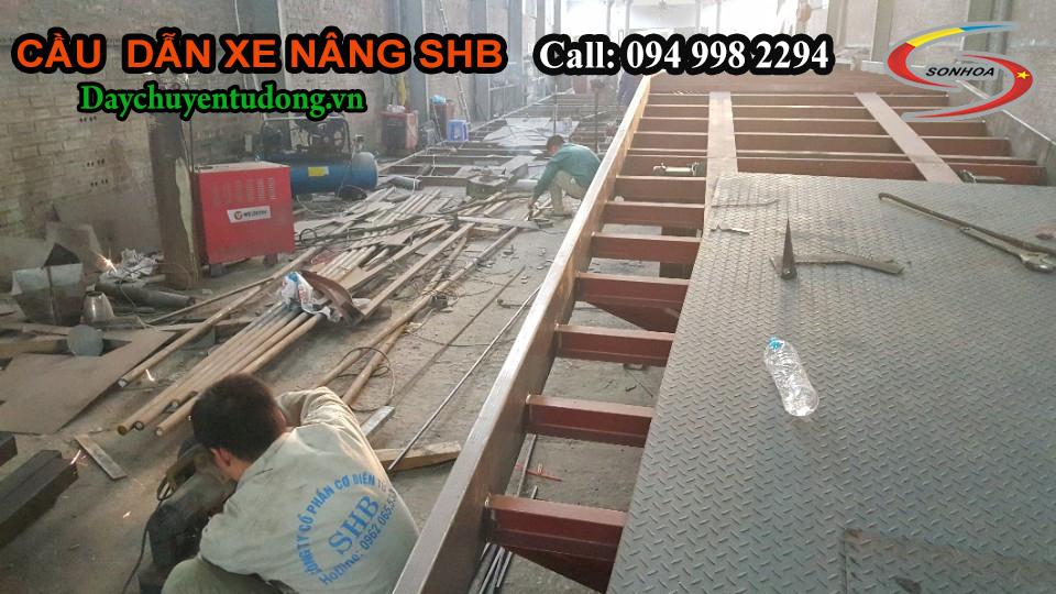 Lắp ghép tôn bề mặt cầu xe nâng