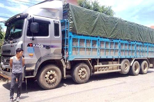 """Ninh Bình: Xe tải """"tàng hình rụt chân"""" ăn gian tải trọng"""