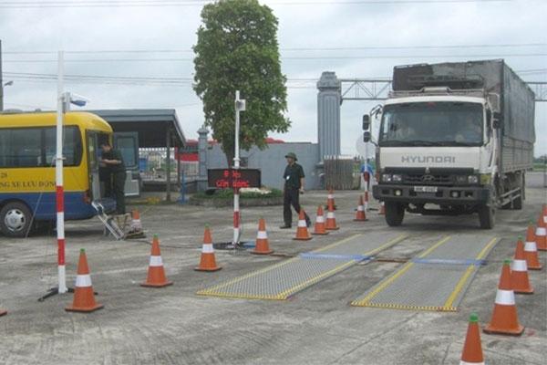Dùng trạm cân của doanh nghiệp để xử lý xe quá tải