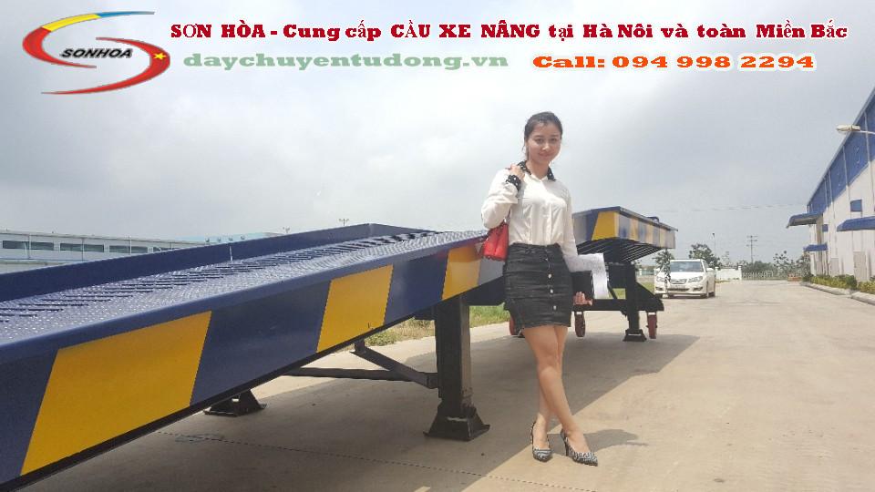 Thử nghiệm lắp đặt cầu dẫn xe nâng tại làng nghề Bát Tràng