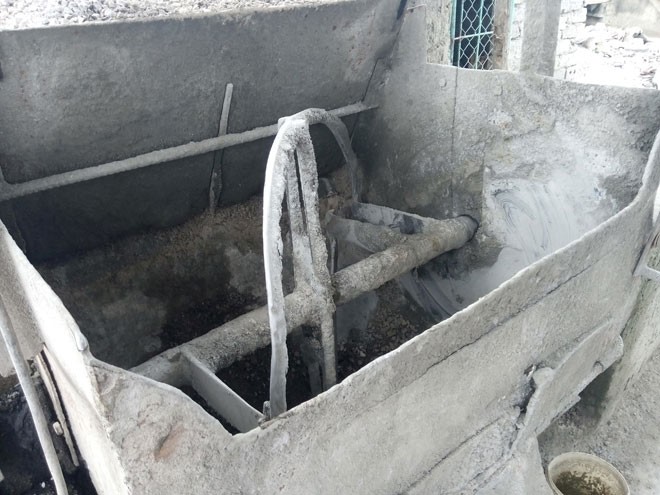 Một phụ nữ xấu số bị cuốn vào máy phối trộn bê tông