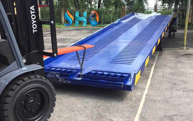 Lý do cầu dẫn xe nâng lên Container được nhiều doanh nghiệp ưu tiên sử dụng