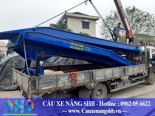 Xuất cầu dẫn hàng lên container tại Nghệ An